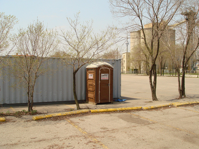 Regular_Portable_Toilet_Flush_With_Hand_Sanitizer_Ampot_4